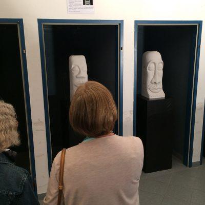 Kopf-Skulpturen von Silvia Steinacher